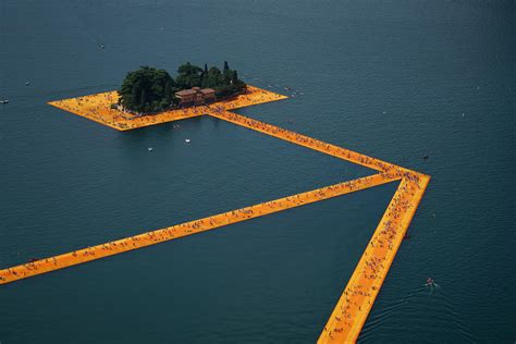 floating piers christo and jeanne claude projects the floating piers