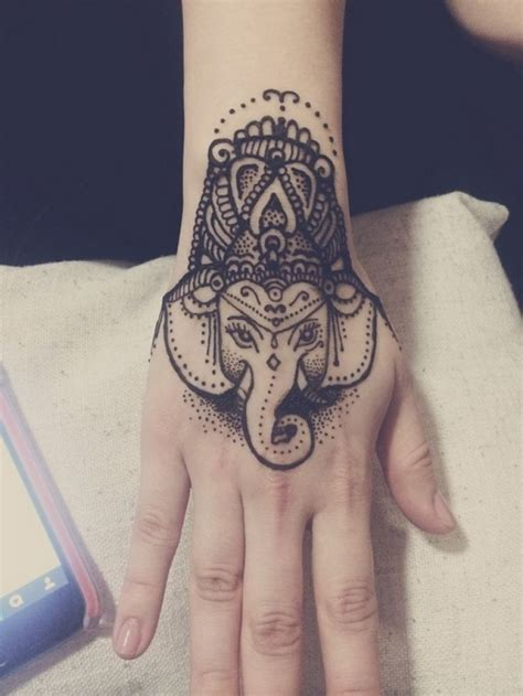 hand tattoo uk the 25 best hand tattoos for women ideas on pinterest