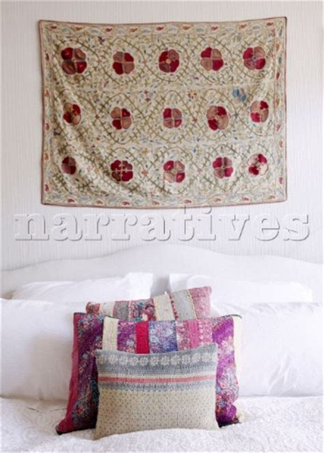 bd115 03 floral wall hanging above bed with tapestry