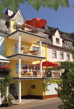 haus brandenburg vakantiewoningen en hotel notenau in zell aan de moezel