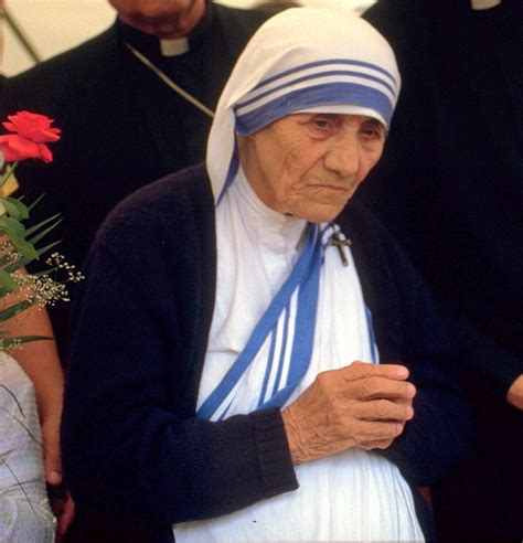 short biography mother teresa mother teresa nobel peace prize biography www pixshark