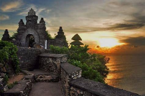 sunset atuluwatu temple picture  bali sweet holidays