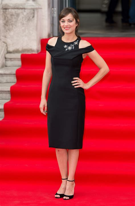 Catwalk To Carpet Marion Cotillard In Chanel 2 by Marion Cotillard We Ve Found The Chicest Way To End The