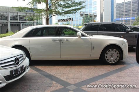 roll royce indonesia rolls royce ghost spotted in jakarta indonesia on 06 24 2012