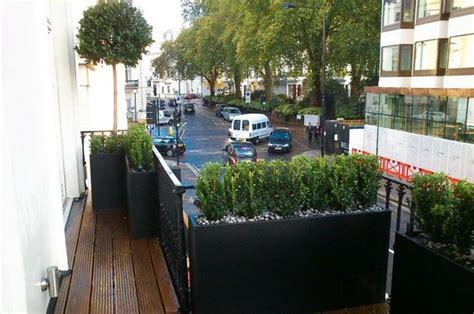 Kräuter Auf Fensterbank 2873 by Schmaler Balkon Mit Ovlivenbaum Und Anderen Pflanzen