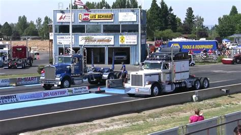 kenworth vs peterbilt peterbilt 379 vs kenworth w900l
