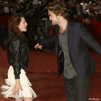 rob pattinson news today robert pattinson and kristen stewart s cosy pub date