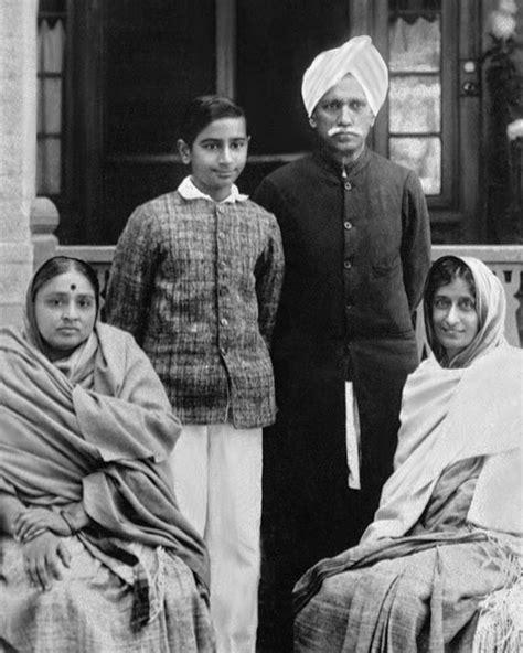 biography of mahatma gandhi family narayan desai growing up with gandhi mahatma gandhi