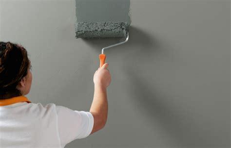 betonmauer streichen wandfarbe beton wie kann eine betonwand streichen