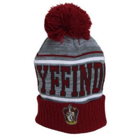 harry potter knit hat new harry potter gryffindor crest fold pom beanie