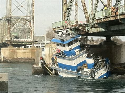 tugboat bridge tugboat nearly capsizes by memorial bridge portsmouth