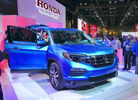 honda crossroad 2016 2016 honda pilot first look from the 2015 chicago auto