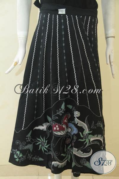 Rok Lilit Gesper Bawahan Batik Pakaian Wanita rok batik model lilit trend mode pakaian wanita modern busana batik bawahan hitam dua motif