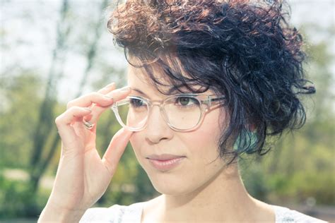 the clear frame glasses trend glasses trends how to pull off clear glasses frames