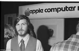 biography of steve jobs apple becoming steve jobs biography reveals how bill gates paid