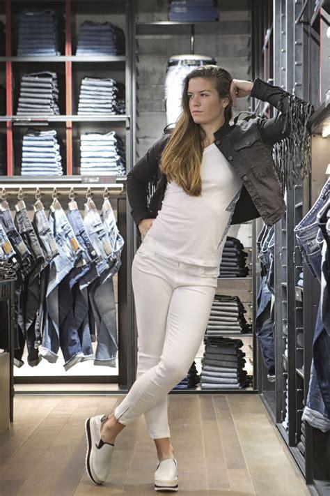 maria sakkari  replay jeans