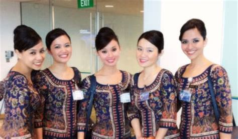 Cabin Crew In Singapore by 10 Most Stylish Cabin Crew Uniforms
