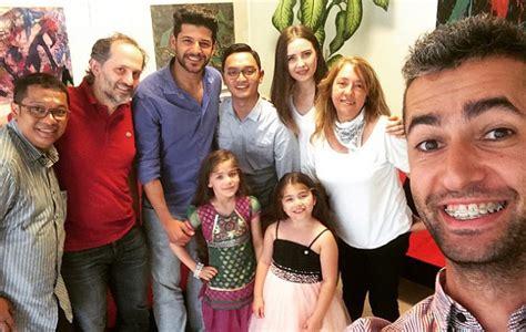 film seri elif turki antusiasnya para pemeran elif diwawancarai reporter