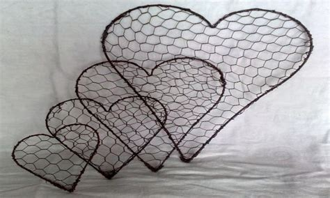 Ideas for small bedroom storage, chicken wire heart