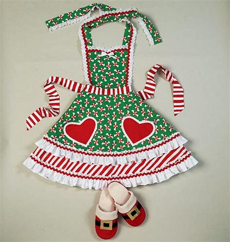 pattern christmas apron mccall s sewing pattern crafts christmas aprons hat oven