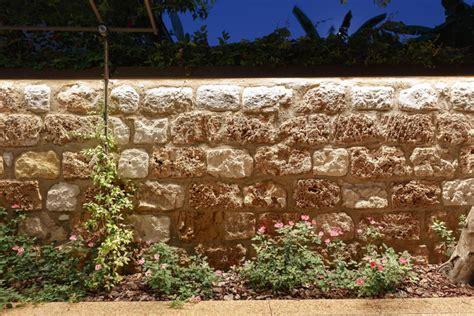 Beleuchtung Mauer Garten by Ein Mediterraner Garten Und Wie Zwei Italiener Ihn Gestalteten