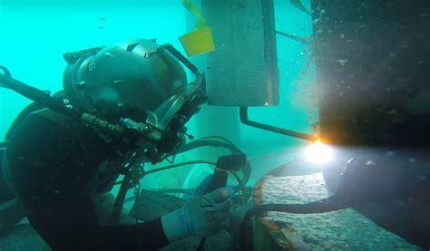 underwater welder underwater welding risks you must know best auto darkening welding helmets guide 2015