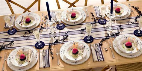 tavoli apparecchiati per natale i posti a tavola a ciascuno il suo la casa in ordine