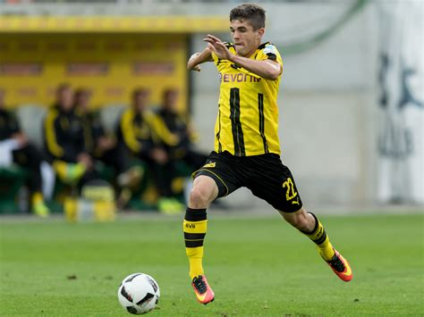 christian pulisic foot christian pulisic inside the dortmund usa rising star s