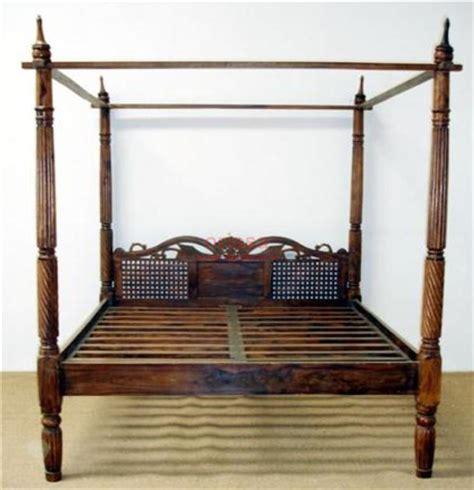 letti baldacchino legno letto a baldacchino testata intagliata in legno massello