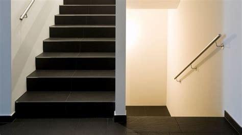 Comment Peindre Une Cage D Escalier Tournant by Escalier En Bois En B 233 Ton En Colima 231 On Quart Tournant