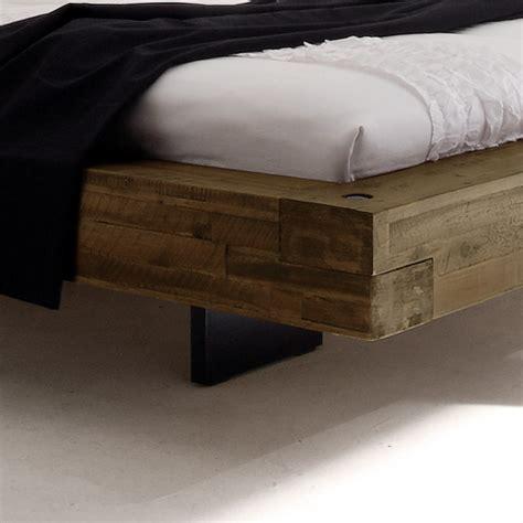 bett schwebend doppelbett schwebend aus akazie gefertigt penco