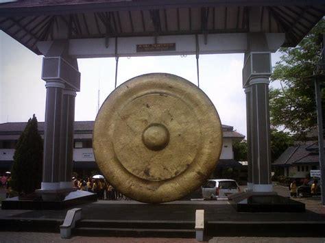 Miniatur Gong Naga Kuningan Besar patung jalesveva jayamahe patung tertinggi di surabaya backpacker jakarta