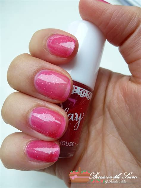 Etude Play Nail review etude house play color nails berries in the snow