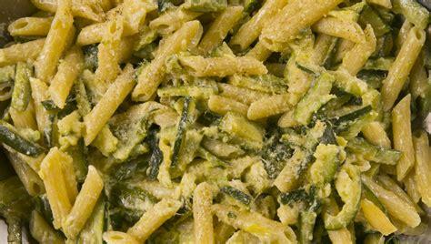 come cucinare zucchine ricetta pasta con zucchine ricette di buttalapasta