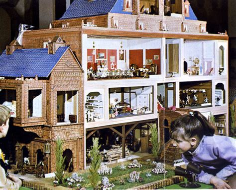 the biggest doll house photo