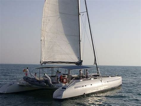 motor boat with living accommodation motor boat rental ov 64 motor boat rentals sailing boat