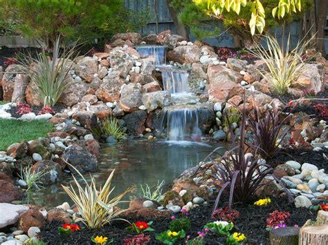 piccolo laghetto in giardino progettare un giardino roccioso originale ed affascinante