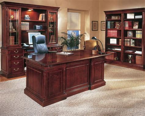 Small Traditional Home Office Desk 25 Best Ideas About Traditional Home Office Furniture On