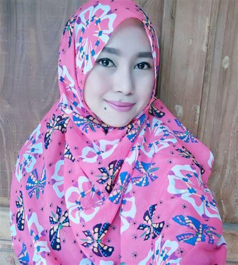 tutorial kombinasi warna lipstik ketahui kombinasi warna bibir dan hijab yang pas hanya