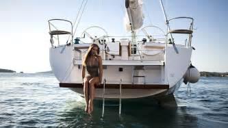Boat Shaped Table Elan 494 Impression Yachts Extravaganzi