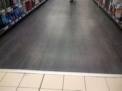 incollare piastrelle su piastrelle pavimento lvt pvc si pu 242 posare direttamente su piastrelle