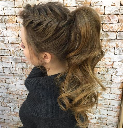 thin and slight curly pony hairstyles 30 eye catching ways to style curly and wavy ponytails