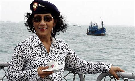 tato di tubuh menteri susi susi pudjiastuti ajak masyarakat mengonsumsi ikan laut