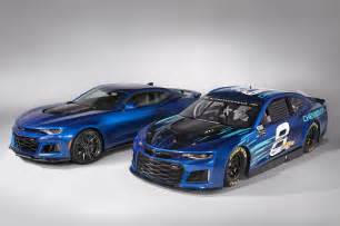 car race new chevrolet s new nascar race car will look like a camaro