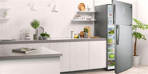 Lemari Es Samsung Cooling Plus makanan segar lebih lama selama lebaran momdadi
