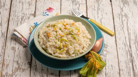 ricetta risotto ai fiori di zucca ricetta risotto ai fiori di zucca giornale cibo