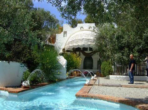 Crazy Shape Swimming Pools   modern design by moderndesign.org