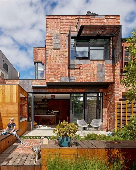 contemporary house renovation that used the materials