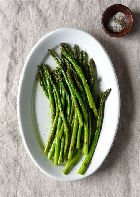 Springtime Side Sauteed Asparagus by Easy Garlic Saut 233 Ed Asparagus Fork Knife Swoon