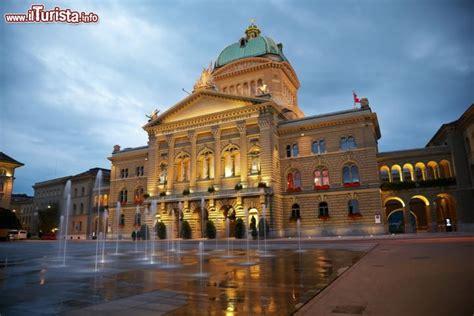 libreria italiana zurigo il palazzo parlamento di berna svizzera foto